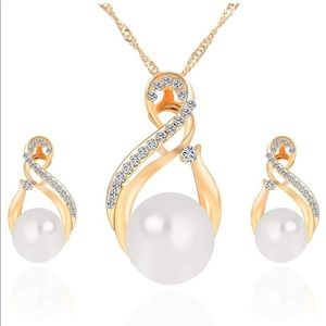 Faux Pearl Crystal Pendant Necklace & Earring Set